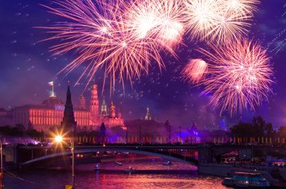 Фейерверк с борта теплохода в День России 12 июня!